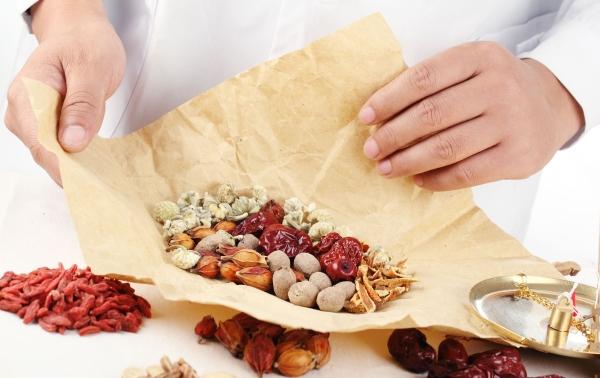 Bài thuốc Đông Y chữa đau bụng kinh