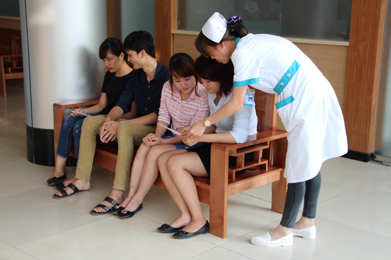 Nhan-vien-y-te-tai-Dong-Phuong