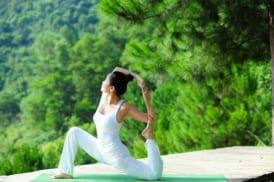 Yoga Co The Giup Giam Dau Bung Kinh