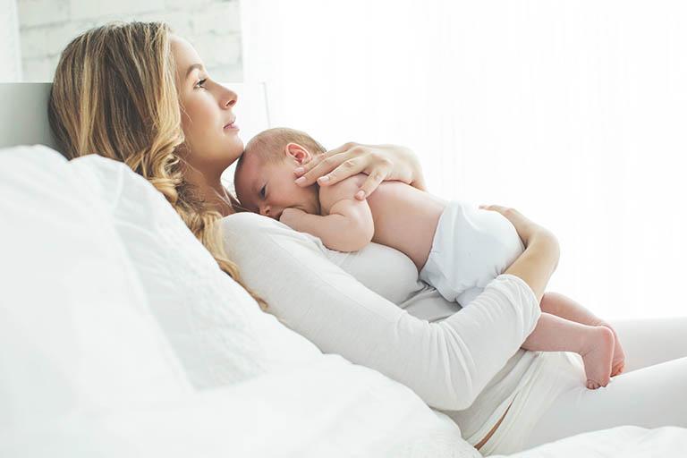 Kinh nguyệt không đều ở phụ nữ sau sinh: Nguyên nhân, dấu hiệu, cách khắc phục