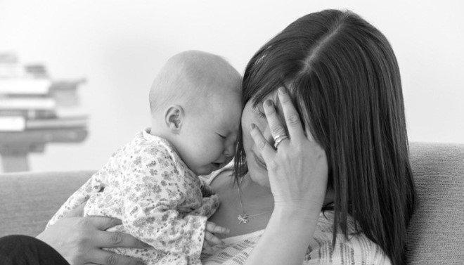 Đến thăm chị mới sinh, tôi rụng rời chân tay khi thấy chị nằm sõng soài dưới nền nhà, tay ôm bụng!