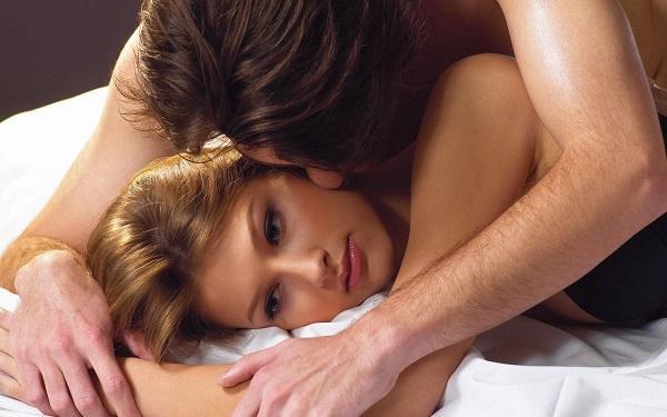 Chảy máu vùng kín sau khi quan hệ có gây nguy hiểm không?